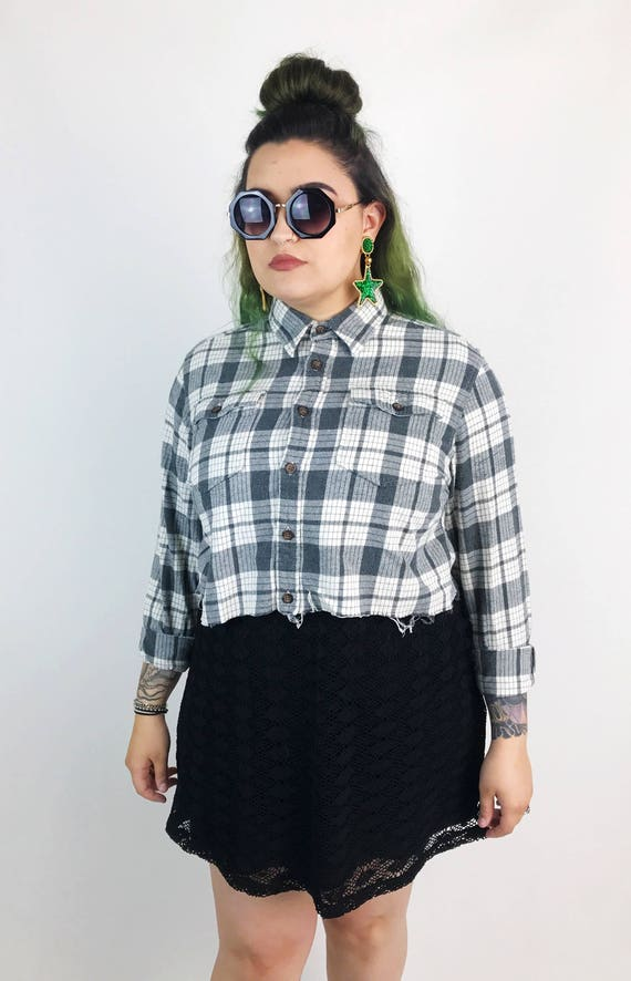 90's Cropped Flannel Black & Gray Long Sleeve Crop Top Large - Frayed Hem Plaid Flannel Button Up Belly Shirt - Remade Flannel Cropped Shirt