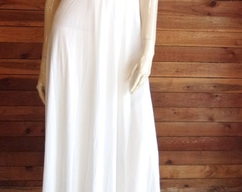 Vintage Lingerie 1970s DONALD BROOKS for MAIDENFORM White Size Small Sweep Nightgown