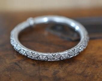 Vintage repousse sterling silver hollow bangle bracelet floral deco