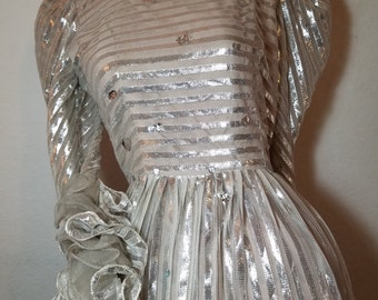 FREE  SHIPPING  1960 Silver Metallic Gown