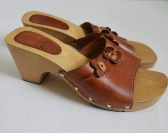 Brown leather clogs mules sandals Womens chunky block heel Open toe Summer shoes Retro mod vintage Made in Spain UK 6 Eu 39 US 8.5