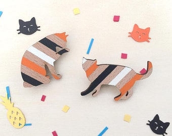 Wooden cat brooch - Striped cat hand painted on eco-friendly beech wood