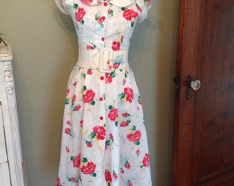 Adorable pink roses dress....fitted waist with belt.....softly pleated...flared skirt....extra small