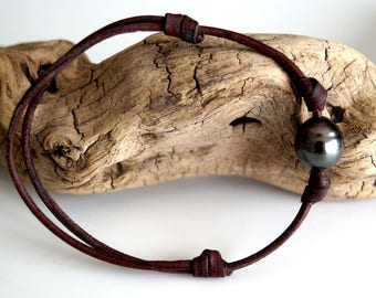 Tahitian pearls, man bracelet, hand rolled leather, adaptable leather