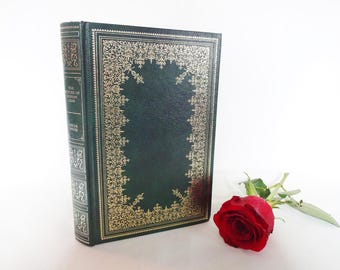 The Picture of Dorian Gray by Oscar Wilde / With Further Selected Stories / Guild Publishing London, 1980 / Green Faux Leather and Gilt