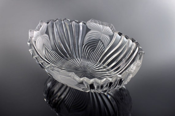 Mikasa Oval Crystal Bowl, Ribbed and Frosted Flower, Sawtooth Edge, Clear Glass, Centerpiece, Giftware