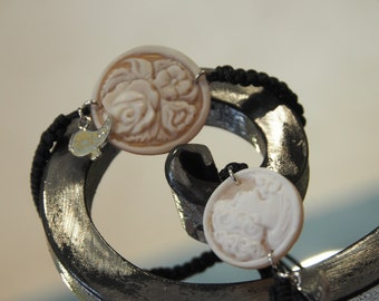 Silver bracelet with round cameo