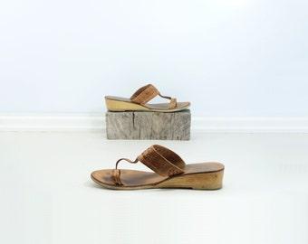 70s Vintage Sandal Tan Leather Sandal 70s Wedge Sandal 70s Boho Tan Sandal Toe Loop Sandal 70s Leather Thong Low Heel T Strap Size 9.5