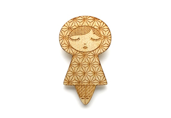 Doll brooch with Asanoha pattern - kokeshi pin - Japanese jewelry - graphic matriochka - russian doll jewellery - lasercut maple wood
