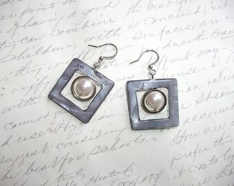 Modern square shell earrings with pearl