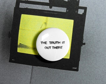 The Truth is Out There - 1.25 inch Pinback Button, Badge, Pin, Pin-back, Novelty, Alien, Grunge, UFO, Outerspace, I Want to Leave, X-files