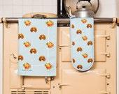 Kitchen textile gift set, oven glove and tea-towel, dog, spaniel, vintage home, retro, blue