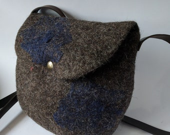 Felt shoulder bag; felt purse; felt bag in dark gray and blue with leather details; hand-crafted bag; PGB03