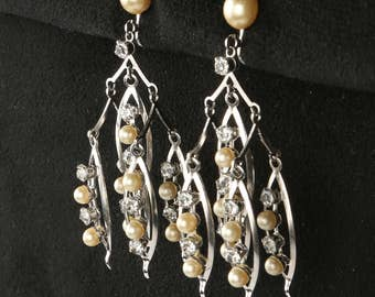 """1960's Kinetic MOD Mobile Style Chandelier Screw Back Earrings, Silver Tone, Faux Pearls, Rhinestones, Excellent Condition, 2-5/8"""" L X 1"""" W."""