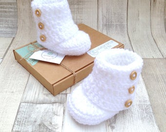 Unisex ugg boots, White baby boots, Unisex baby booties, Crocheted booties, Baby shower gift, Photo prop, New born baby, Newborn ugg booties