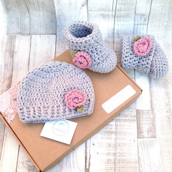 crocheted booties, baby shoes, crochet, grey pink, flower booties, photo prop, newborn, baby shower gift, infant shoes, uggs