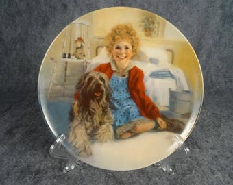 "Edwin Knowles Collector Plate ""Annie And Sandy"". Plate Number AB1092."