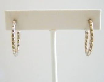 Silver Tone Ridged Chain Look Design Hoop Pierced Earrings