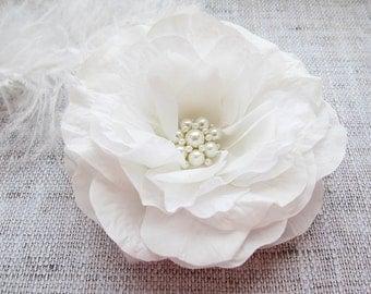 Wedding hair clip White flower hair clip Wedding hair piece Flower Bridal Hair Clip Wedding Hair Accessories Large flower clip Ivory flower