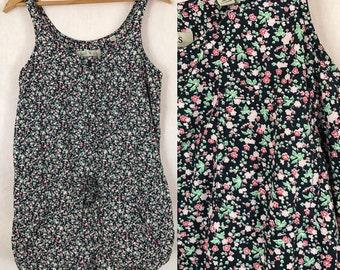 Sassy 90's Floral Sleeveless Short Shorts Romper / Vintage 1990's Jumper with Pockets