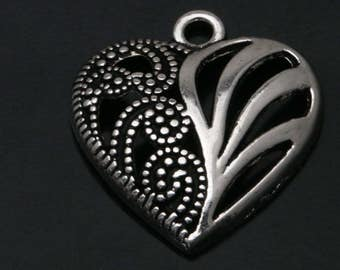 30 Silver Tone Hollow Heart Charms Pendants 22x19mm