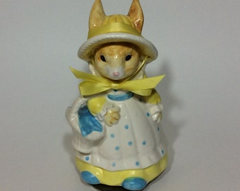 Vintage Mrs. Cottontail Musical Figurine Rabbit Music Box Plays Here Comes Peter Cottontail