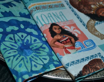 Set of 4 reversible napkins featuring Moana and Maui.