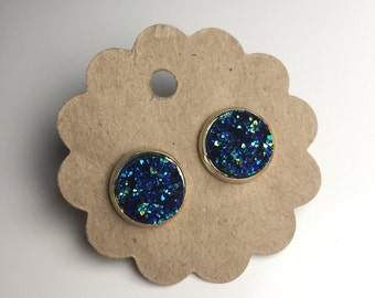 Sparkling cabochon in blue