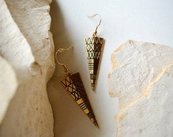 Gold earrings tribal style // sophisticated and trendy // perfect for everyday // edgy and fun!