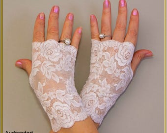 White Lace Wedding Gloves Bridal Gloves  Stretch Lace Gloves Fingerless Gloves  Party Gloves Everyday Gloves Arm Warmers Gloves