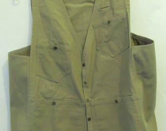 A Men's Vintage,Snap Close,Tan Khaki CANVAS Fishing Type Vest.M