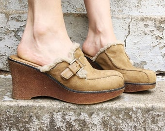 Vintage 90s Lower East Side Tan Faux Suede Belted Faux Fur Lined Chunky Rubber Platform Wedge Slip On Clogs 7