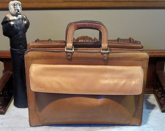 Vintage Renwick Triple Gusseted Briefcase With Side Pocket In Buttery Tan Leather- VGC