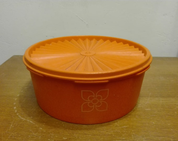 Tupperware cookie canister 1204-27