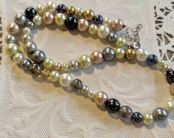 ABSOLUTELY LOVELY Vintage Glass Beaded Necklace-Pastels-Pearls/Multi Colored-All Orders Only 99c Shipping!