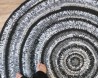 Black and White 5 Ft. Round Rag Rug, Amish Knot/Toothbrush Rug, Farmhouse Cottage Style Rug, Black White Grey Area Rug, Large Round Rug