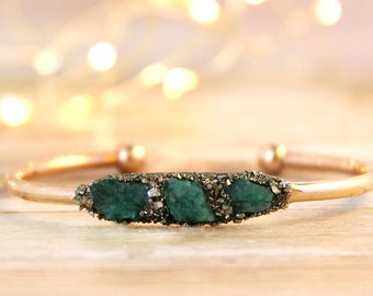 Gold Birthstone Bracelet, Gold Emerald Jewelry, May Emerald Birthstone, May Birthstone Jewelry, Raw Emerald Jewelry, Raw Emerald Bracelet