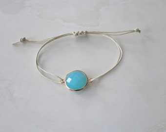 Bracelet with a wider and faceted Crystal stone look