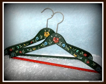 Set of two wooden Hindeloopen style painted vintage clothes hangers. Decorative hand painted Hindelooper hanger set of wood. Made in Holland