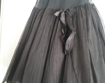 True Vintage 50's Ideal Crinoline with superb design and pleating-black-Small