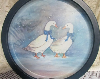 VTG tray Made In Hong Kong / VINTAGE Metal Round Tray With Duck / VTG tray decorative Made In Hong Kong 13 inches