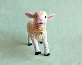 Needle felted white lamb. Felt Lamb. Needle felted animal. Needle felted sheep.