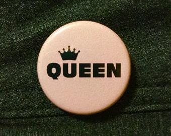 Queen button / Pastel feminist pin / Feminist magnet / Girl power button
