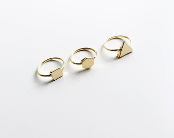 Set of three geometric rings