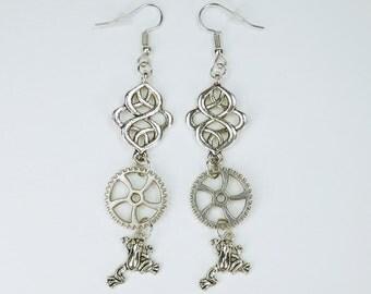 Earrings gears with frogs on Silver earrings earrings jewelry hanging earrings steampunk gear frog frog King