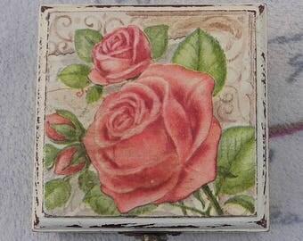 """Pink vintage"" box"