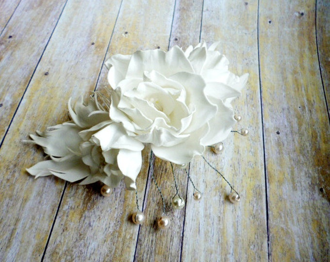 White Roses flowers pearl comb White hair comb bridal Wedding Hair Accessories Floral pearl Bridesmaid hair comb White Wedding Dress Gigt