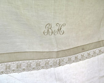 French linen sheet with laces -  Brocante - Drap de Lin - Monogram B.H.