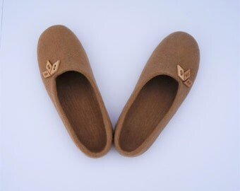 Merino wool women slippers Felted slippers Felted wool slippers Felted women slippers Organic women slippers Dark beige slippers
