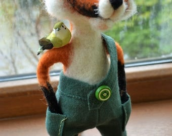 needle felted funny Fox with a birdie on the shoulder, red fox, wool sculpture, crazy animals, pleasant gift